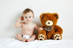 Muchacho y oso Foto de archivo