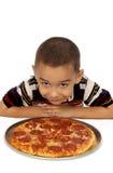 Muchacho y pizza Imágenes de archivo libres de regalías