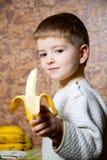 Muchacho y plátanos Imagenes de archivo