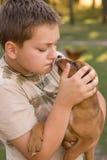 Muchacho y su animal doméstico Foto de archivo
