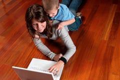 Muchacho y su ordenador Fotografía de archivo libre de regalías