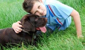 Muchacho y su perro Imagen de archivo libre de regalías