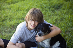 Muchacho y su perro Foto de archivo libre de regalías