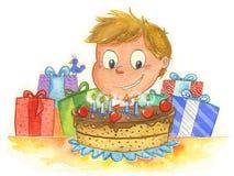 Muchacho y torta de cumpleaños Foto de archivo libre de regalías
