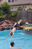 Muchachos adolescentes que nadan Imagen de archivo libre de regalías