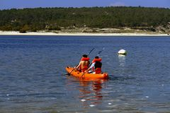 Muchachos Canoeing Fotografía de archivo
