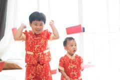 Muchachos chinos en festival chino del Año Nuevo Foto de archivo libre de regalías
