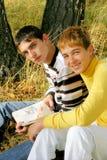 Muchachos con el libro Foto de archivo