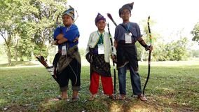Muchachos con el traje del malay Foto de archivo
