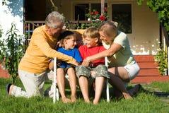 Muchachos con los abuelos Fotografía de archivo