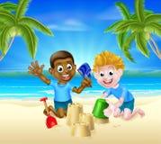 Muchachos de la historieta de los juegos de la playa Fotografía de archivo