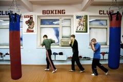 Muchachos en la escuela del boxeo Fotografía de archivo