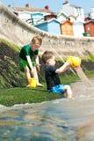 Muchachos en la playa Imagen de archivo