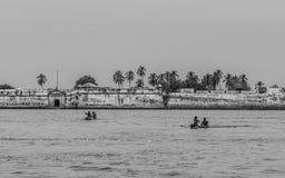 Muchachos en su acercamiento de la canoa Fotos de archivo libres de regalías