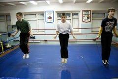 Muchachos en una escuela del boxeo Imágenes de archivo libres de regalías