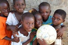 Muchachos felices cerca de Accra, Ghana Imágenes de archivo libres de regalías