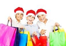 Muchachos felices de Santa con los regalos Foto de archivo