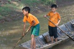 Muchachos jovenes de la pesca en Laos Imagen de archivo libre de regalías