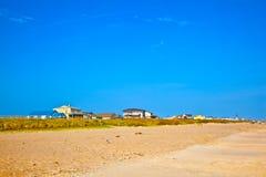 Muchachos que gozan del océano y de la playa hermosos Fotografía de archivo