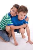Muchachos que juegan junto Imagen de archivo