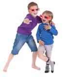 Muchachos que se divierten el desgastar de los vidrios 3D Fotografía de archivo libre de regalías