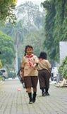 Muchachos y explorador de muchachas elementales Jakarta Foto de archivo