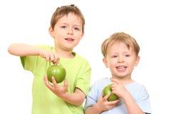 Muchachos y manzanas fotografía de archivo