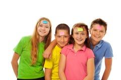 Muchachos y muchachas con las etiquetas engomadas en la frente Imagen de archivo