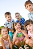 Muchachos y muchachas preescolares Fotos de archivo