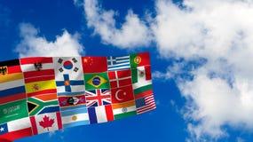 muchas banderas en fondo del cielo Fotografía de archivo