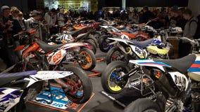 Muchas bicis del motocrós metrajes