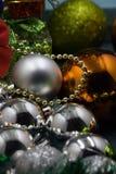 Muchas bolas coloreadas de la Navidad en el fondo Imagenes de archivo