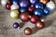 Muchas bolas coloridas de la Navidad Fotos de archivo