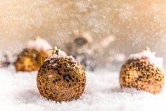 Muchas bolas de la Navidad Fotos de archivo