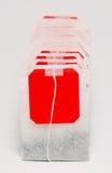 Muchas bolsitas de té aisladas en el fondo blanco Foto de archivo