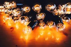 Muchas bombillas transmiten calor fotografía de archivo