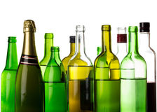 Muchas botellas de las bebidas del alcohol imagen de archivo