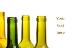Muchas botellas de vino verdes vacías aislaron Foto de archivo libre de regalías