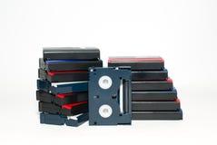 Muchas cintas de video están encendido sobre blanco Imagen de archivo