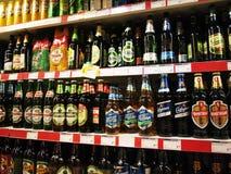 Muchas clases de cervezas Imagen de archivo