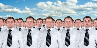 Muchas copias idénticas de los hombres de negocios Fotografía de archivo libre de regalías