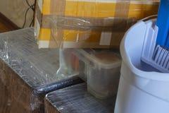 Muchas cosas El trasladarse a una nueva casa imagen de archivo