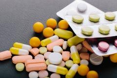 Muchas diversas medicinas, tabletas, tabletas, cápsulas Fotografía de archivo libre de regalías