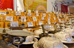 Muchas especias en el mercado árabe Imágenes de archivo libres de regalías