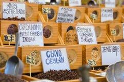 Muchas especias en el mercado árabe Imagenes de archivo