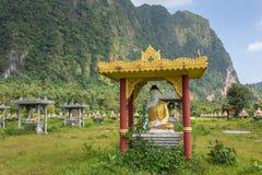 Muchas estatuas de Buda cerca de Hpa-an foto de archivo libre de regalías