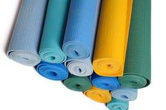 Muchas esteras de la yoga del colorfull como fondo Fotografía de archivo libre de regalías