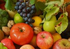 Muchas frutas y verduras Fotos de archivo libres de regalías