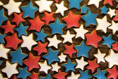 Muchas galletas del jengibre de la forma de la estrella Imágenes de archivo libres de regalías