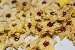 muchas galletas en forma de la estrella imágenes de archivo libres de regalías